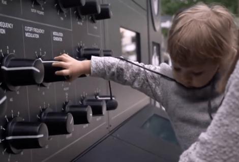 Redbull Music Academy 'den devasa synthesizer