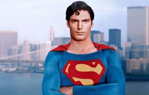 Bu sefer görsel altında komiklikler olmayacak. Tutuyorum kendimi. Christopher Reeve bu, Superman'i oynadı. Pek severim.